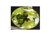 Enorme peridot naturel taille ovale a facettes 10x8x5 mm 2.40 carats