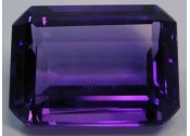 Amethyste de synthese hydrothermale taille emeraude  20x15 mm 21.00 carats