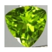 Peridot naturel taille trillion a facettes 9x9 mm 3.20 carats