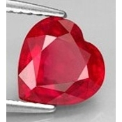 Rubis de synthese verneuil coeur a facettes 8x8 mm 2.10 carats