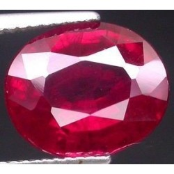 Rubis verneuil ovale a facettes 20x15 mm 25.30 carats Pierresdumonde