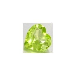 Peridot naturel taille coeur a facettes 7x7 mm 1.20 carats